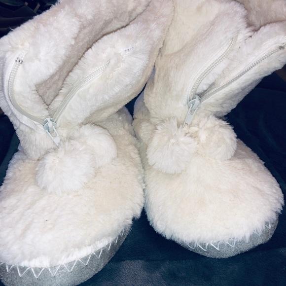Shoes | White Fluffy Slippers | Poshmark